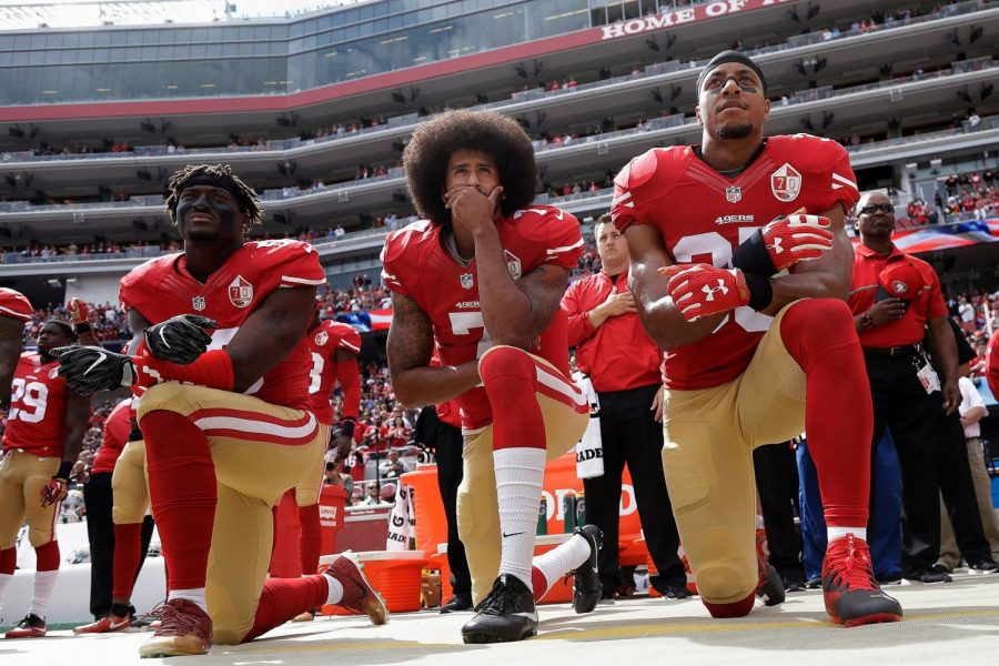 49ers+Athletes+Kneeling